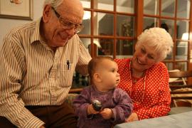 """""""I nonni come fattore di potenziamento della comunità educante  a sostegno delle fragilità genitoriali"""""""