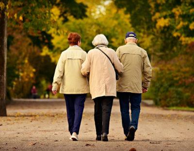 Sindacati pensionati e Associazioni volontariato, no anziani più a lungo a casa